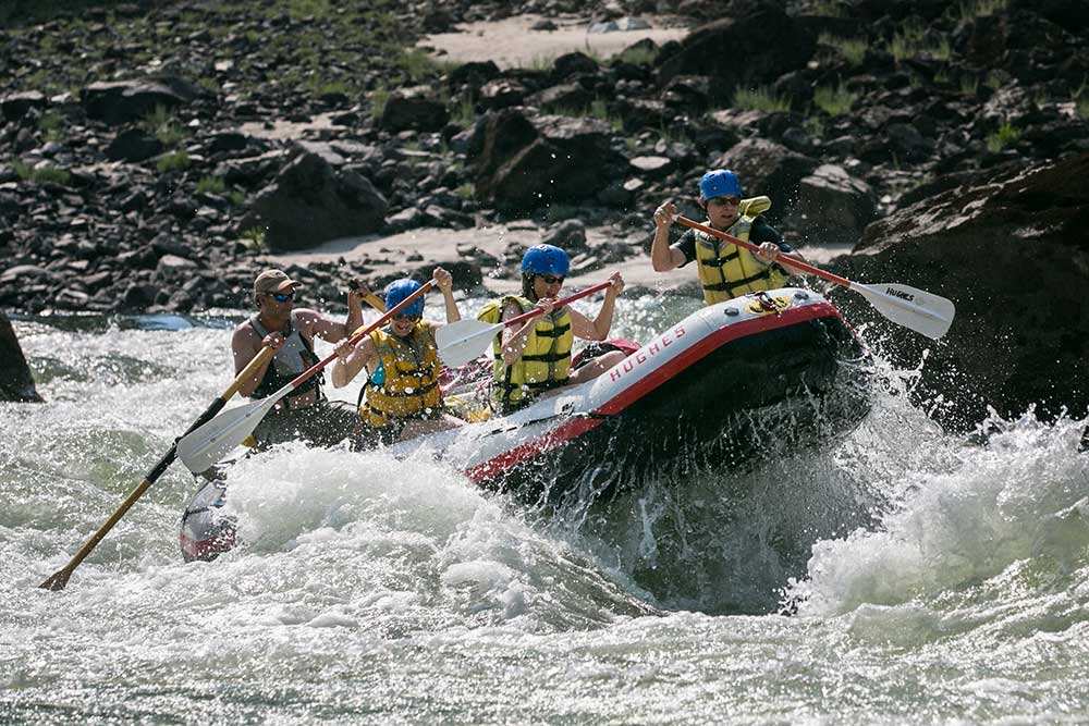 Salmon-River-Canyons-rafting-in-the-rapids