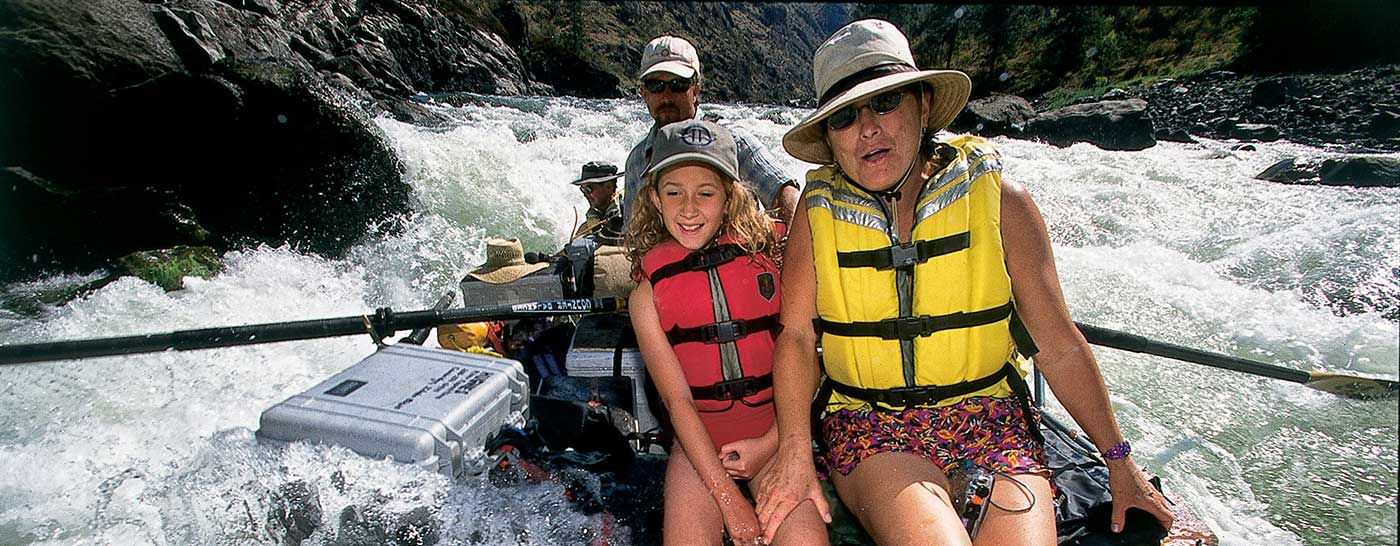 mom-and-daughter-in-raft