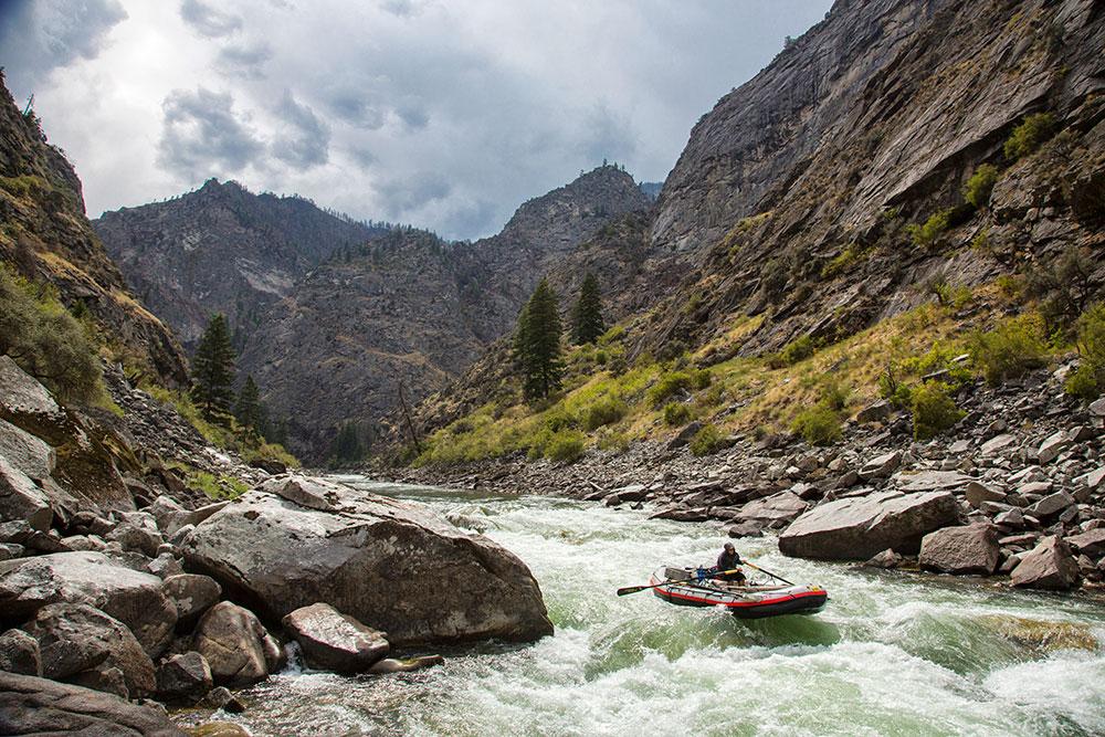 Rafting in canyon walls